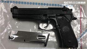 西門町張姓角頭持有的貝瑞塔92改造手槍(翻攝畫面)