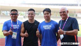 ▲鄭兆村(左2)、黃士峰與教練薛聖融、Anders Eric Borgstrom在印尼合影。(圖/記者蕭保祥攝)