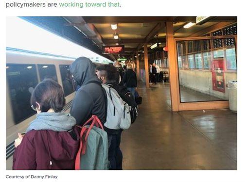 美國人Danny Finlay每天花費4小時在通勤上(圖/翻攝自CNBC)