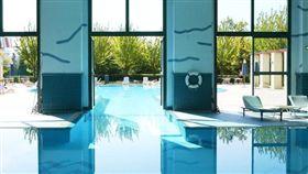 法國巴黎迪士尼樂園(Disneyland Paris)內的紐約飯店(New York Hotel)泳池▲(圖/翻攝自迪士尼官網)