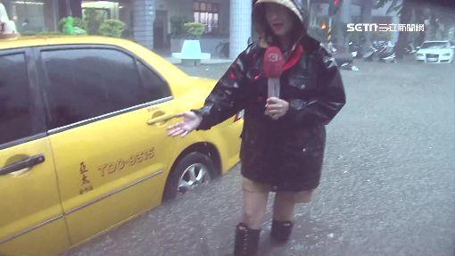 不輸颱風!南部雨下得誇張 公共電話「吐水」