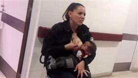 阿根廷女警餵奶安撫嬰兒(圖/翻攝自臉書)