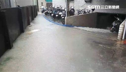 台南市大同路二段停車場淹水 圖/翻攝畫面