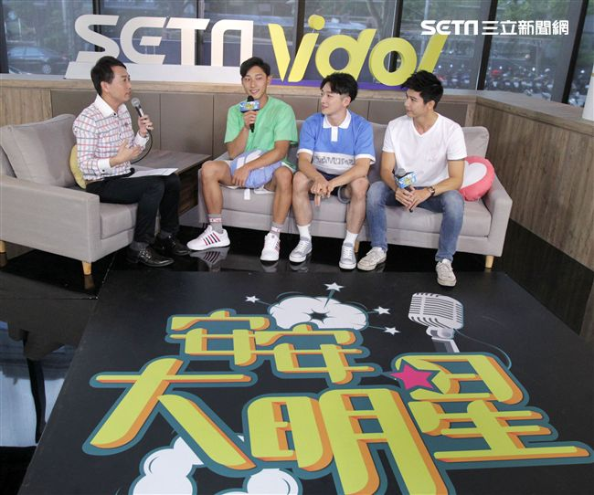 王牌教師麻辣出擊演員唐綸(由左至右)葛丞、余科宏安安大明星。(記者邱榮吉/攝影)