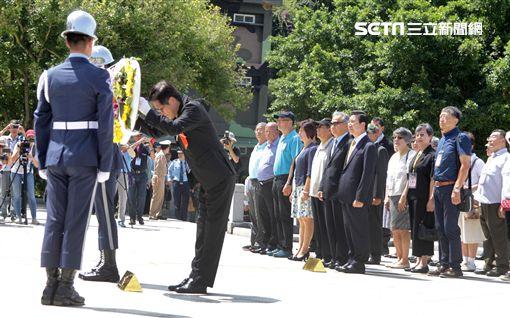八二三戰役勝利一甲子國防部長嚴德發主持太武山公墓公祭儀式。(記者邱榮吉/攝影)