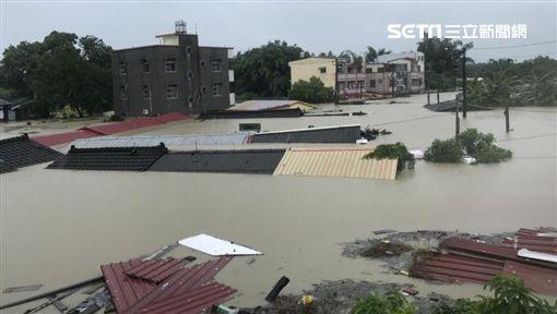 白河河東里白水溪旁淹水實況,住戶已全預防性撤離有7人