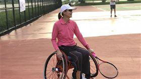 小兒麻痺,楊綵縈,坐輪椅打網球(記者郭奕均攝影)