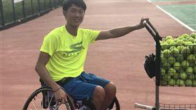 唐兆漢,感冒細菌病毒侵蝕脊椎造成癱瘓,坐輪椅打網球(記者郭奕均攝影)