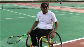 蕭嘉佑,車禍摔斷脊椎造成癱瘓,坐輪椅打網球(記者郭奕均攝影)