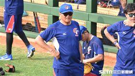 亞運棒球隊總教練許順益。(圖/記者王怡翔攝)