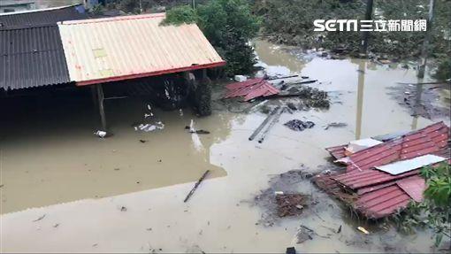 台南白河平房遭滅頂 水未退仍有50公分/翻攝畫面