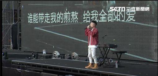 蕭秉治唱五月天開場圖/相信音樂提供