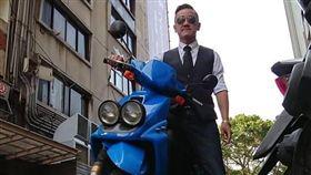 陳為民熱愛騎機車,只要天氣許可,連趕通告他都騎車。(圖/艾迪昇提供)