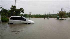 豪雨,台南,安佃派出所,淹水,車子(圖/翻攝畫面)