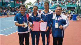 體育署長高俊雄(左起)、詹詠然、詹皓晴及中華奧會主席林鴻道。(圖/中華奧會提供)