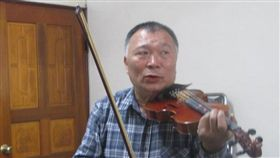 小提琴,黑手,呂振裕(台中古典音樂台提供)