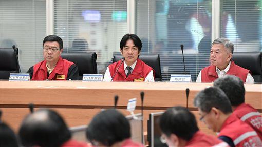 行政院長賴清德26日視察「0823熱帶低壓水災中央災害應變中心。(圖/行政院提供)