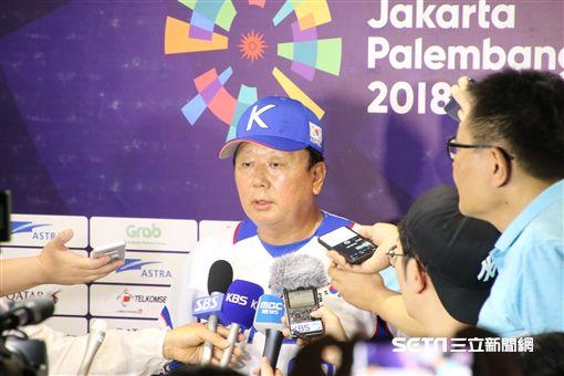 ▲韓國隊專任監督宣銅烈賽後臉色凝重。(圖/記者蕭保祥攝影)
