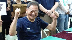 台北市長選舉  李錫錕搶頭香登記參選(2)台大教授李錫錕(圖)與團隊27日上午到台北市選舉委員會登記參選台北市長,李錫錕表示,他沒有組織,所以最重要的就是他的個人特質。中央社記者梁珮綺攝  107年8月27日