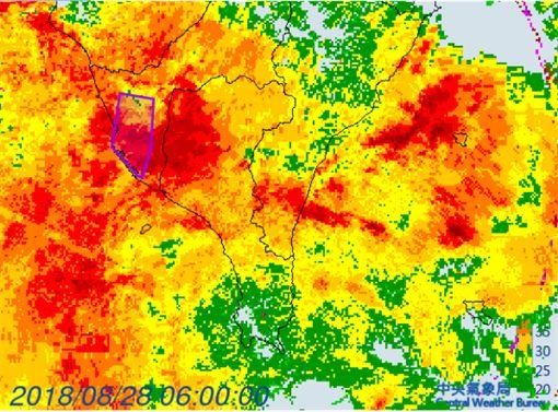時雨量破100毫米!高市暴雨多區淹水驚人 氣象局