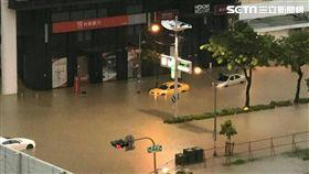 高雄三民區澄清天民路淹水,圖/翻攝畫面