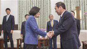 蔡英文總統28日上午接見日本自由民主黨參議員中西哲一行。(圖/總統府提供)