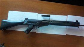 警界醜聞!警用步槍竟遭調包成玩具槍 巴拉圭,警察,醜聞,步槍,黑市 https://twitter.com/ABCDigital/status/1033143876066914304