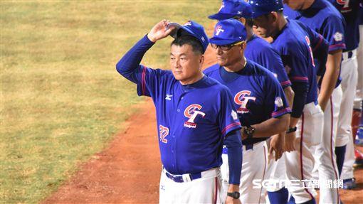 亞運棒球總教練許順益和教練團。(圖/記者王怡翔攝影)