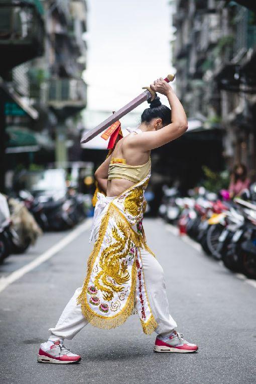 HBO延續通靈少女題材拍紀錄片HBO Asia29日宣布,將延續戲劇「通靈少女」題材開拍全新紀錄片「通靈少女背後的神隱世界」,深入探討「通靈少女」劇中相關的台灣特有傳統習俗及文化。(HBO提供)中央社記者江佩凌傳真  107年8月29日