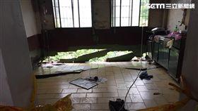 燕巢7戶民宅地基裸露  警緊急封鎖疏散17名住戶 翻攝畫面