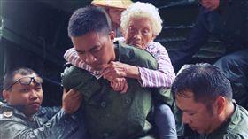 國防部軍事新聞通訊社製作,國軍救災影片(圖/翻攝自國防部發言人臉書)