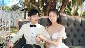 傅辛博與老婆穎兒。(翻攝自微博)