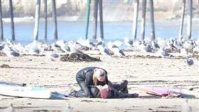 美國,加州,衝浪,CPR,約會,接吻(圖/翻攝自YouTube)