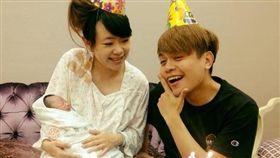 蔡阿嘎與老婆二伯近日升級成新手爸媽。