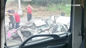 台66線連環撞 兩大車追撞夾兩車1重傷