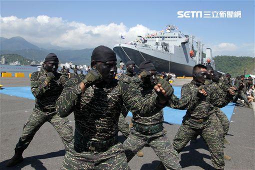海軍陸戰隊綜合格鬥操演。(記者邱榮吉/攝影)
