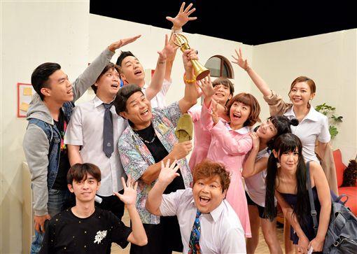 許效舜因《瘋神無雙》入圍今年金鐘「節目主持人獎」/衛視中文台提供。