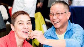 隋棠的婆婆賴佩霞跟老公Bob。(翻攝臉書)