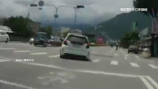 騎士連切兩車道左轉 後車急閃險追撞