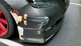 車子刮傷,乾脆直接貼貼紙/爆廢公社