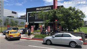 大麥克買一送一,麥當勞湧排隊人潮,圖/記者葉炴庭攝影