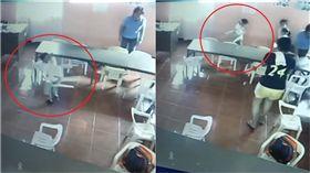 男童午覺睡醒超茫 椅子當書包背著走 圖/GMA News
