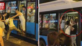 大陸四川發生一起性騷擾事件,一名女孩搭公車時,被3名癡漢摸臀猥褻,她試圖反抗卻遭言語侮辱,車上一名正義乘客看不下去,立刻上前制止,沒想到卻反遭3癡漢打到腦震盪。當地警方獲報後,已將3名涉嫌打人的癡漢帶回派出所。(圖/翻攝自微博)
