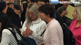 韓國性感女神孝琳下午3點30分左右抵達松山機場。(圖/聯萌演藝)