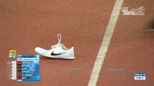 肯亞選手基普魯托(Conseslus Kipruto)掉鞋仍奪冠/IAAF Diamond League YouTube