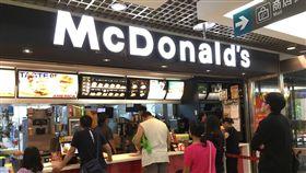 今(1)日賣場內的麥當勞正常營業。(圖/記者凌毓鈞攝)