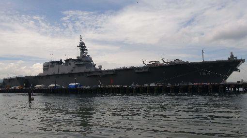 日本加賀號護衛艦訪菲日本海上自衛隊有「準航母」之稱的加賀號護衛艦1日停靠呂宋島中部蘇比克灣,展開在菲律賓的5天訪問。中央社記者林行健蘇比克灣攝 107年9月1日
