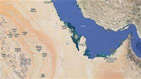 在沙烏地阿拉伯與卡達之間(圖/翻攝自Google地圖)
