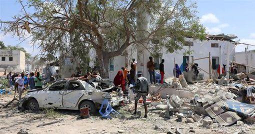 索國首都市府遭炸彈攻擊 至少6死索馬利亞,恐攻,汽車炸彈翻攝自推特
