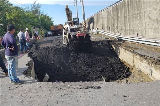 豪雨炸出2千多個道路坑洞 台南9/3填補完畢